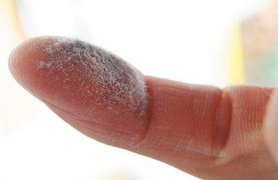 Пыль на пальце