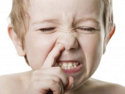 Палец в носу