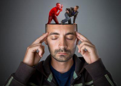 Конфликтная ситуация между несколькими личностями в человеке