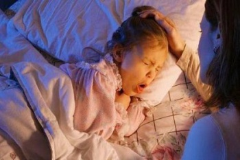 Ребенок кашляет только ночью - полезные советы: как снять приступы ночного кашля